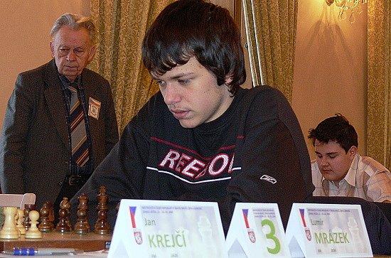 Lumír Mrázek dosáhl na republikovém šampionátu hráčů do 18 let výborného úspěchu. Jako nejmladší hráč turnaje skončil třetí.