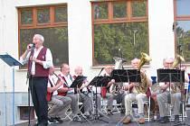 V parku u KDPB na promenádním koncertě vystoupila kapela Těrličanka.