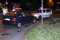 Zadržení zloději, kteří kradli kola ze zaparkovaných aut.