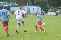 Orlovští fotbalisté (ve světle modrém) vyhráli turnaj v Petřkovicích.