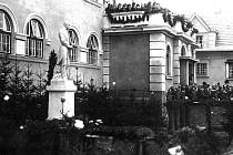 Pocta prvnímu prezidentovi památník T.G. Masaryka by měl podle názoru některých lidí opět stát na náměstí v Českém Těšíně.