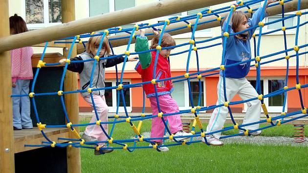 Jako první si vyzkoušeli herní prvky na své zahradě předškoláci