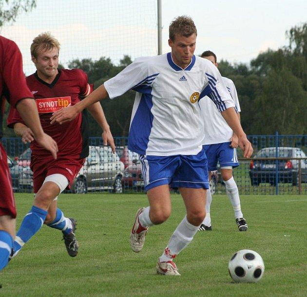 Marek Čelůstka dal v létě vale ligovému Zlínu a z Třince, kde bydlí, dojíždí na fotbal do Českého Těšína. Na podzim byl výraznou oporou svého týmu.