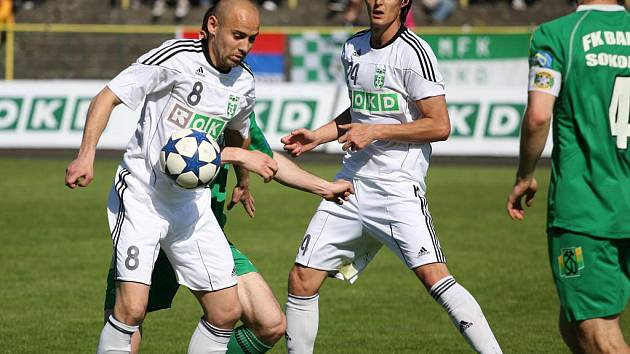 Michal Gonda (u míče) se po půlroce objevil v sestavě áčka.