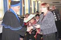 Předáním osvědčení o absolvování kurzu Trénování paměti byl zakončen zimní semestr Akademie třetího věku a volného času v Havířově