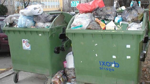 Tělíčka novorozenců byla nalezena v kontejnerech na odpad.