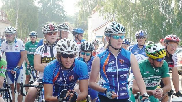 O pohář ředitele HZS MSK bojovali účastníci Slezského poháru amatérských cyklistů na silnici v Bartošovicích u Nového Jičína.