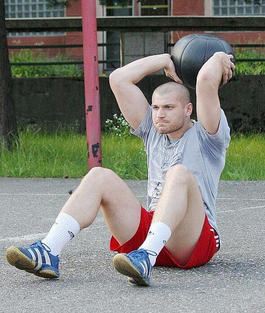 Alexandr Ivanov se připravuje na novou sezonu. Házenkáři jedou zítra do Zubří na turnaj.