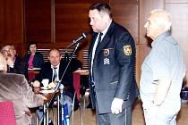 Ředitel havířovských strážníků Bohuslav Muras objasňoval při interpelaci Oldřicha Uhlíře činnost hlídek v okolí restaurace Stodola.
