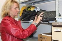 Ve skladu se dají nalézt věci jako kola, kočárek nebo také fax.
