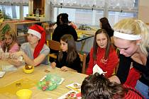 Studentky pomáhají dětem