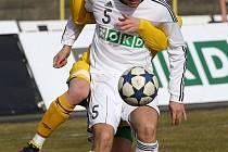 Antonín Presl (v bílém) chce hrát v Karviné pravidelně druhou ligu.