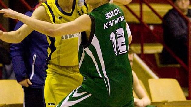 Tomáš Hamrus (v zeleném) při finále oblastního přeboru s Opavou.