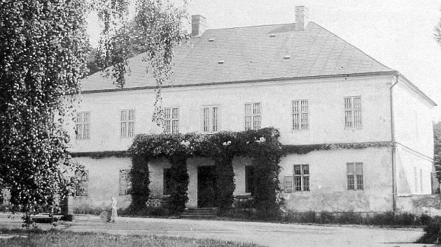 Dobová fotografie zámku v Dolních Bludovicích