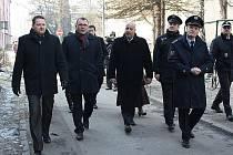 Karvinou v pondělí navštívil policejní prezident Petr Lessy. Jednal s primátorem Tomáše Hanzelem o situaci v problémových lokalitách města a zvyšující se kriminalitě.