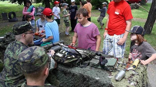 Na příměstském táboře se děti mohly seznámit s vojenskou technikou a činností Klubu branné přípravy Palcát
