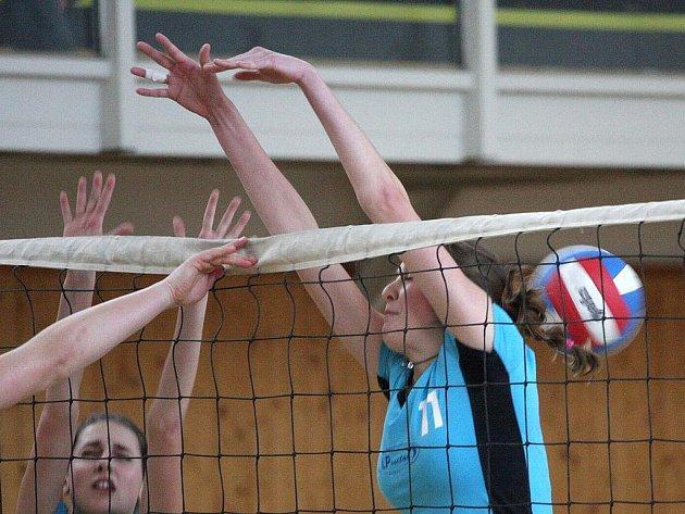 Volejbalové juniorky Karviné přivezly z posledních čtyř venkovních utkání tři výhry.