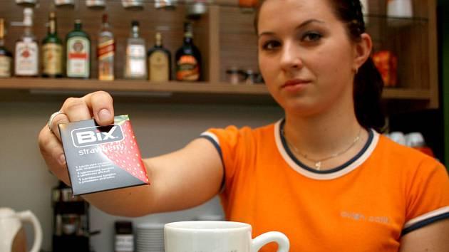 Pokud se do 6. prosince zastavíte v kterékoliv z kaváren sítě Avion, servírka vám kromě obvyklého menu nabídne i prezervativ.