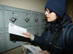 Poštovní doručovatelka. Ilustrační foto