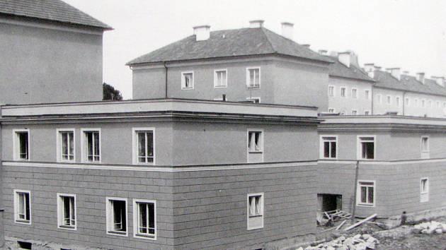Výstavba dvojice budov Komunálních služeb města Havířova v ulici Na Schodech.