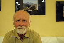 Fotograf a cestovatel Oto Santarius před jedním ze svých snímků.