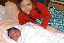 S malým bráškou Česlavem se nechala vyfotografovat i jeho sestra Lenka.