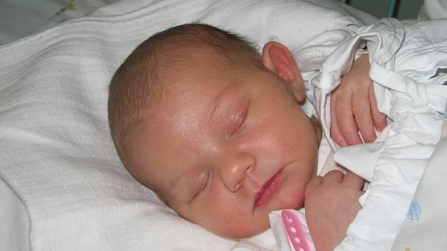 Paní Kateřině Palušákové z Karviné se 1. prosince narodila dcerka Magdalénka. Když přišla holčička na svět, vážila 3800 g a měřila 53 cm.