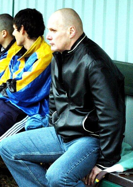 Trenér Stonavy Miroslav Sikora nemůže být s jarními výsledky svého mužstva zatím moc spokojen.