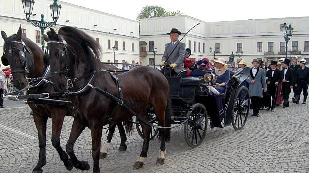 Jak cestoval hrabě si mohou vyzkoušet lidé v Karviné. Objednat si mohou jízdu v kočáře centrem města nebo zámeckým parkem.