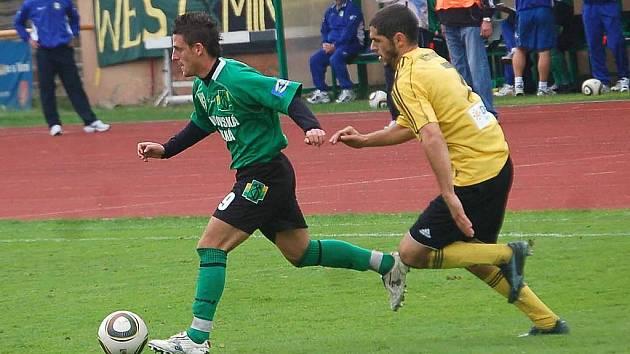 Karviná (ve žlutém) prohrála v Sokolově.