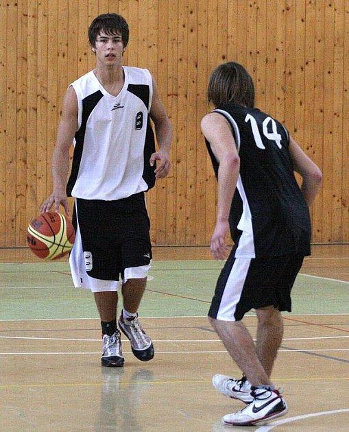 Tým mladých mužů (na snímku v bílém Jiří Vavruša) si v Berouně připsal debakl.