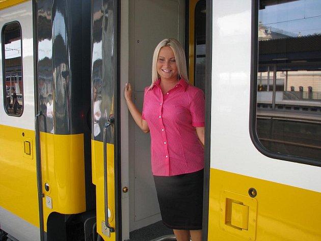 Představení IC RegioJet při servisní jízdě z krnovské lakovny do Kolína, kde bude vlak vybaven novým interiérem.