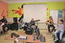 Kapela Street Boys zahrála na slavnostním rozšíření klubu Maják.