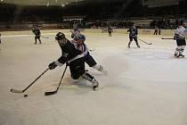 Hokejové derby Karviné s Havířovem nabídlo kvalitu. A také změnu na čele soutěže.