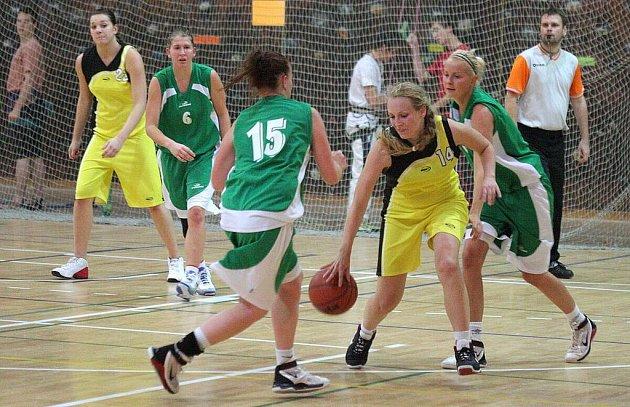 Basketbalistky Orlové společně s mládežnickými družstvy mají utrum.