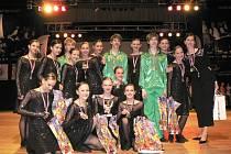 Tanečníci a tanečnice těsně po vyhlášení