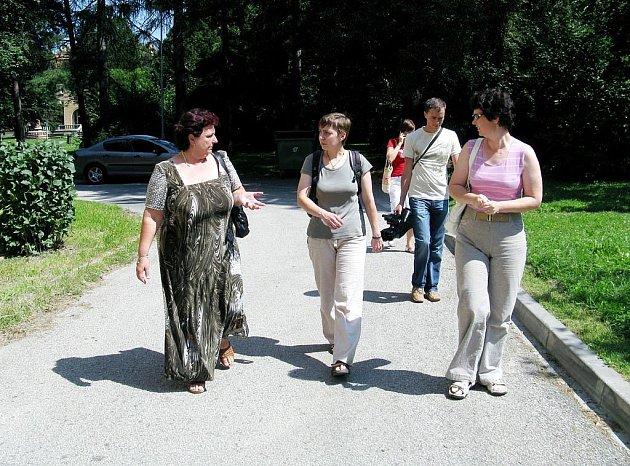 Delegace Nadace přátelství si prohlédla místa se zajímavými stromy