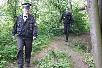 Policisté hledají starší ženu v okolí řeky Lučiny