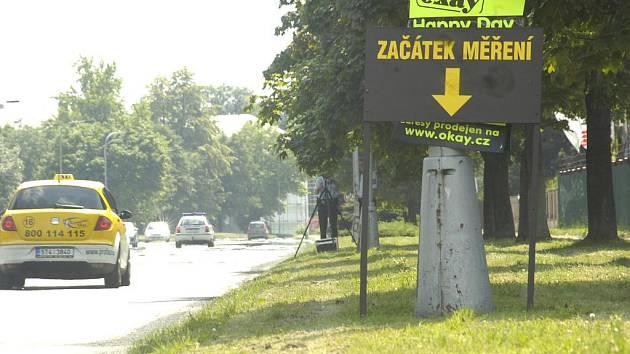 V Karviné strážníci nabízeli řidičům možnost zjistit, kolik jim v padesátce ukazuje tachometr v autě