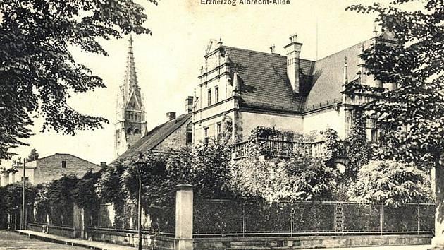 Dobová fotografie zachycuje Alej arcivévody Albrechta.