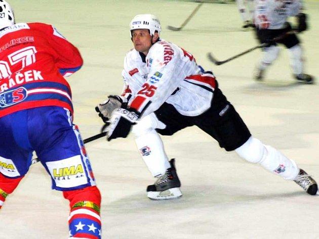 Havířovským hokejistům se daří, ve vynikající formě hraje kapitán Pavel Zdráhal.