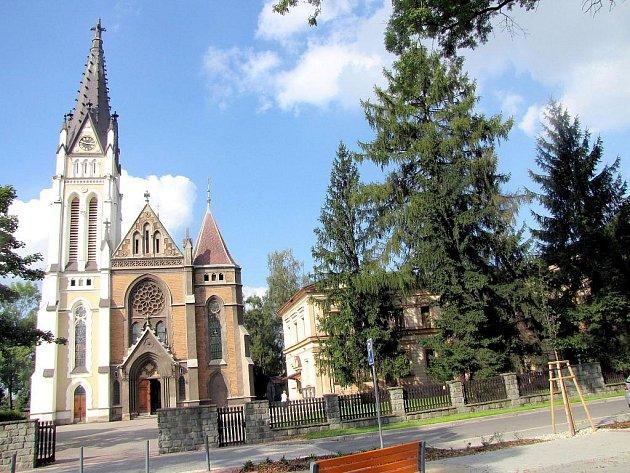 Pohled na kostel v září 2010.