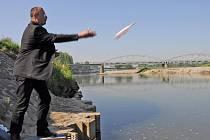 Bohumínský starosta Petr Vícha poslal dál po řece zamilovaný vzkaz v láhvi, který se podařilo vylovit před pár dny