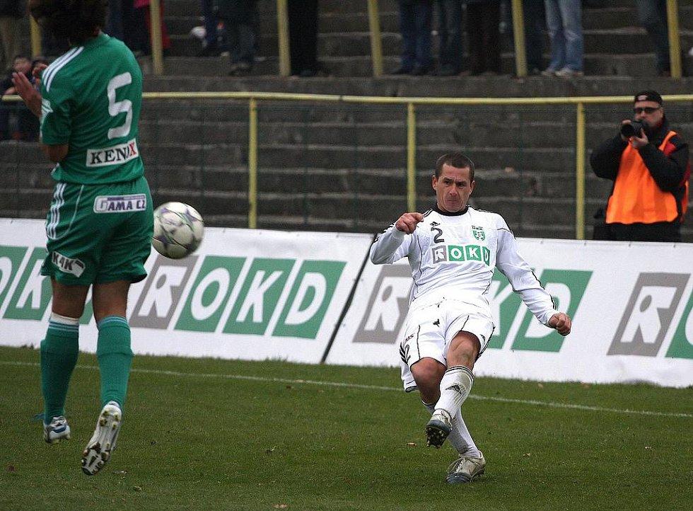Josef Hoffmann přihrává.