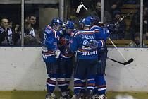 Hokejisté Orlové slaví zasloužený postup do semifinále II. ligy. To hrají už v pondělí doma proti Přerovu.