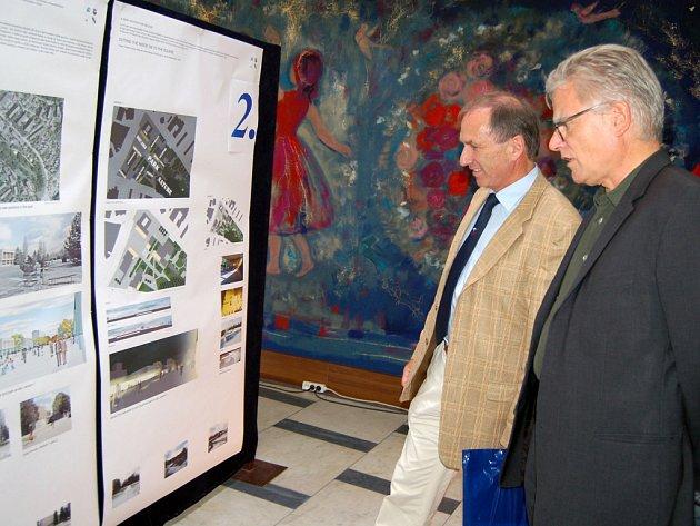 Návrhy architektů si prohlédli i Martin Graf a prof. Max Bosshard.