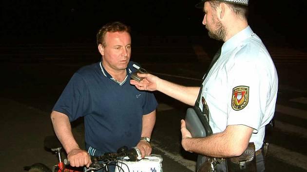 Opilý cyklista. Archivní foto