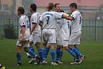 Fotbalisté Petrovic byli blízko vítězství nad Lískovcem. O výhru je obrala až penalta těsně před koncem.