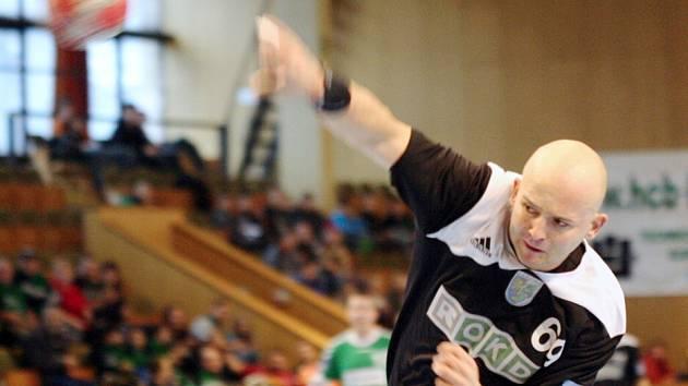 Juľo Korňan v letošní sezoně hraje a také se spolupodílí na tréninkovém procesu mužstva.