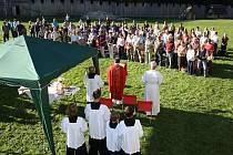 V Archeoparku v Chotěbuzi se na státní svátek konala Polní mše ke cti sv. Václava.